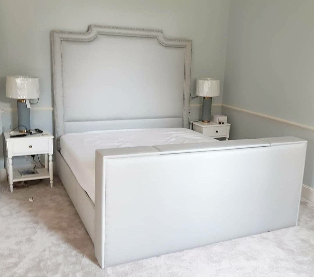 Empress TV Bed in fabric